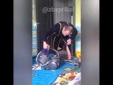Жена уехала.... муж первый раз в жизни решил порядок навести и что - то никак пылесос не включается.