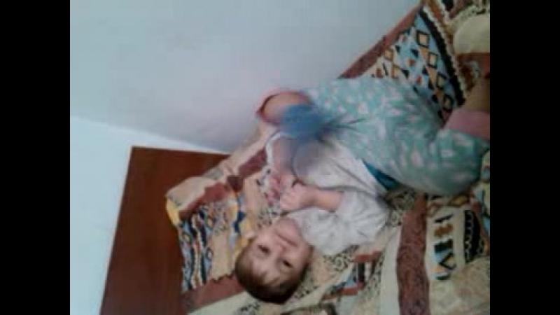 От улыбки хмурый день светлей поет Дора Люкс для сына Саши 3 года