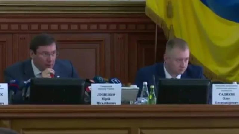 Кто о чем, а вшивый о бане... Украину губят выпивка без закуски и прокуроры без совести - генпрокурор Украины Юрий Луценко.