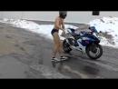 prank Мото токсикоз,голый мотоциклист зимой, Moto toxicosis,naked biker winter