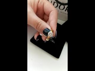 150 грн Очень красивое обручальное кольцо с цирконом из нержааеющей стали под золото. Качество отличное, не облазит. В красивой