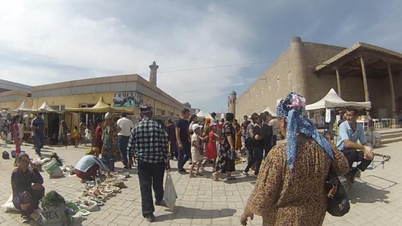 Классический восточный базар со всеми своими причудами.