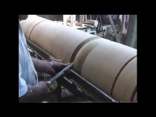 Интересное видео работы с большим бревном на токарном станке