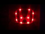 Эмблема с двухцветной светодиодной подсветкой Honda красного и белого цвета