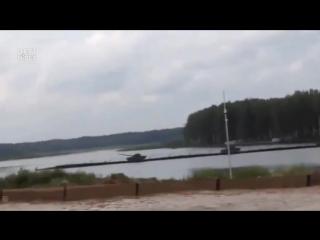 Один танк утопили ,другой перевернули