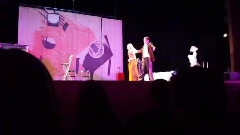 Е. Яковлева и С. Маковецкий в спектакле Бумажный брак