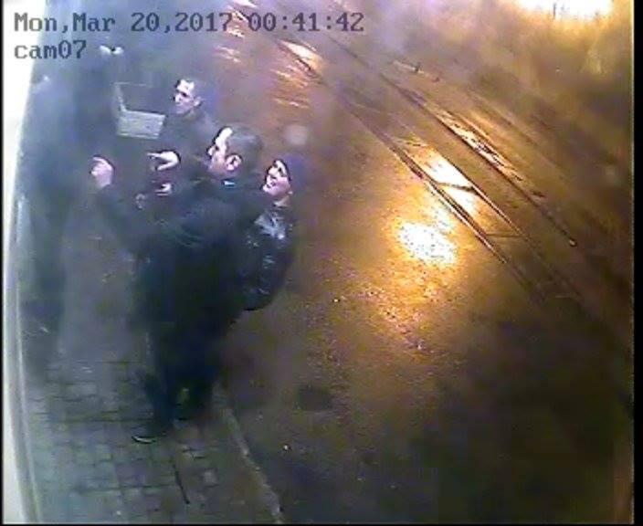 Неизвестные в центре Харькова сорвали баннер с фотографиями погибших бойцов АТО - Цензор.НЕТ 1422