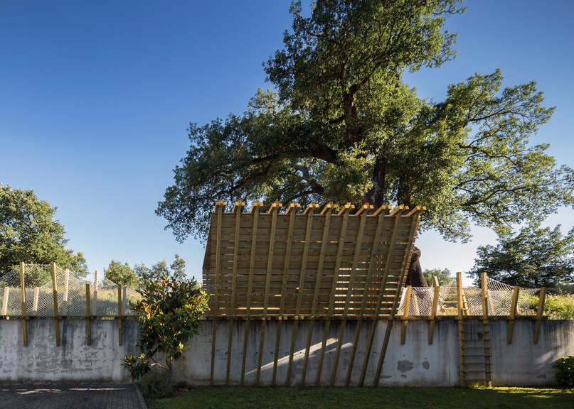 Casa No Muro is a treehouse built on a wall instead of in a tree (Part 1)