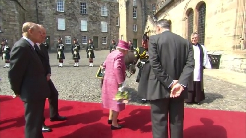 Pony tries to eat the Queen's flowers at Stirling Castle but she gently boops its snoot