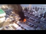 Автомобиль горит на паркове