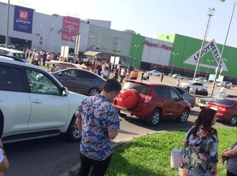 Звонки о заминированных ТРЦ совершали четыре россиянина из-за рубежа
