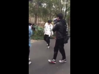 Luhan with a monkey @ 170220 running man china recording