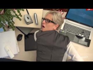 Скриншот: Офисную давалку прут прямо на рабочем месте ( hd 720 домашнее поза 69 грязное развратное порно любители секса минет в попу очко
