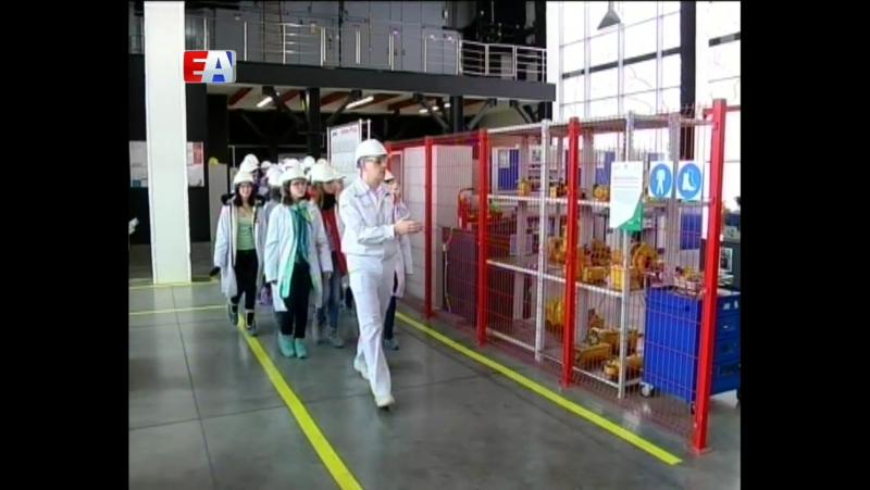 Школьники Новоуральска приехали на Новотрубный завод чтобы больше узнать о белой металлургии