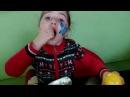 Киндер Макси Большое яйцо Ника открывает Киндер сюрприз Kinder Surprise Maxi