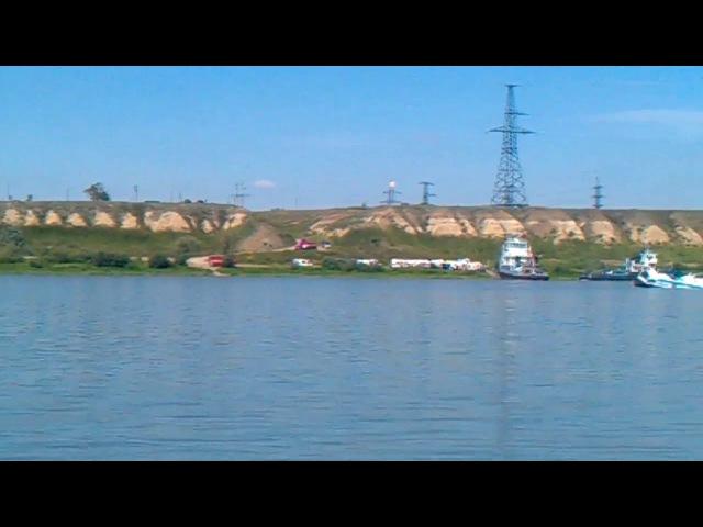 Последствия столкновения теплохода Полесье-8 с баржей - архивное видео очевидца