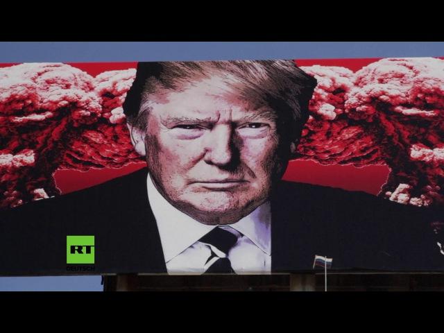 USA: Riesige Plakatwand zeigt US-Präsident Donald Trump mit russischer Flagge und Atompilzen