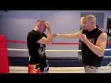 Боковой удар рукой- Хук и свинг — боковые удары в боксе с Николаем Талалакиным