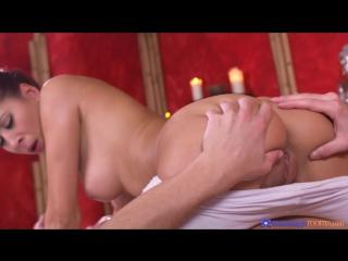 Ненасытный клиент занимается сексом с массажисткой в позиции 69 [ паула шай, массаж ]