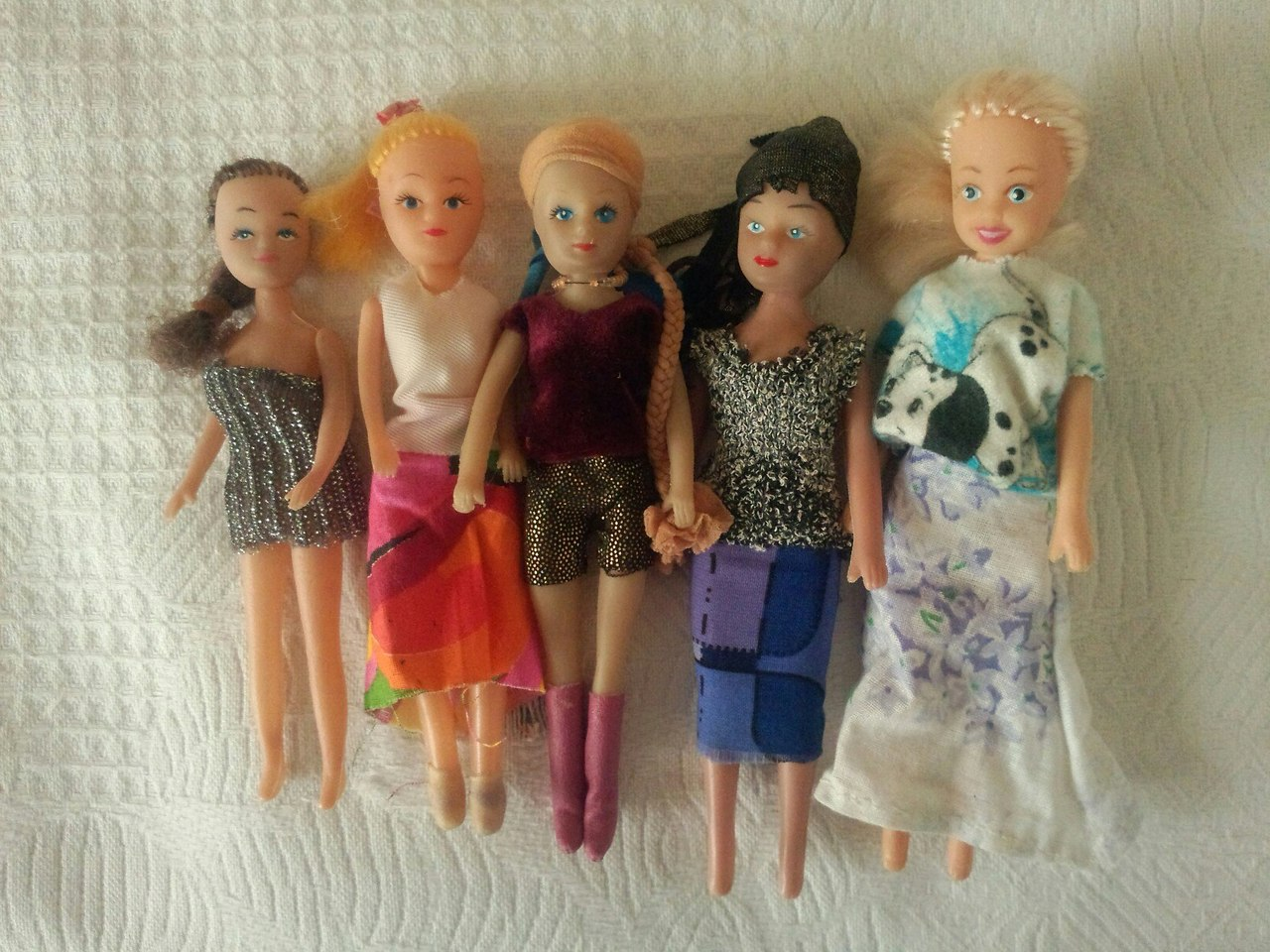 Куколки раздвигают ноги фото 85-220