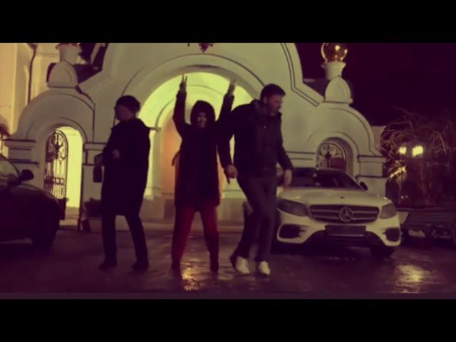 Против всех 22 (Ксения Собчак танцует перед храмом)