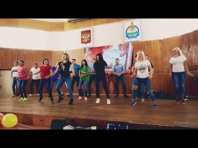 ФлешМоб танец погром сцены юными учителями в честь Дня Учителя