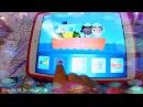 Играем в игры на планшете и кушаем =)