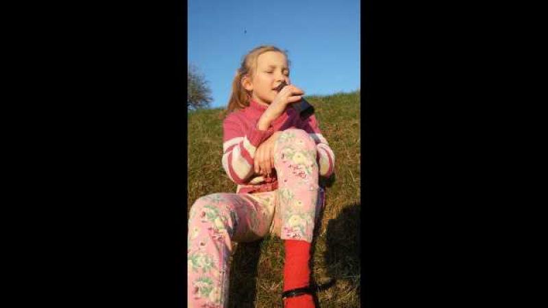 Девочка очень классно поёт