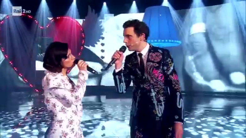 "Mika e Elisa cantano ""Piazza Grande"" - Stasera CasaMika"