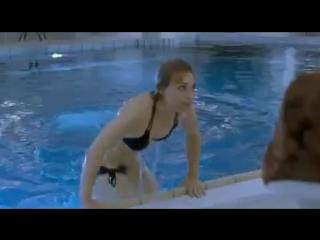 Guy drowned in pool by bikinied woman