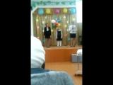 Дочка поёт песню на праздник