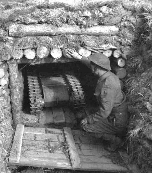 """Самоходная мина «Голиаф» в """"гараже"""". 1944 год."""