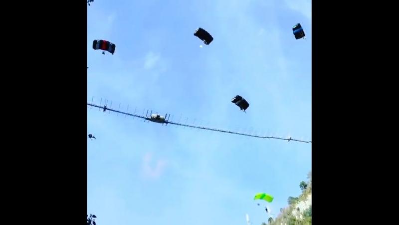 Best Videos - Массовый джамп с парашютами
