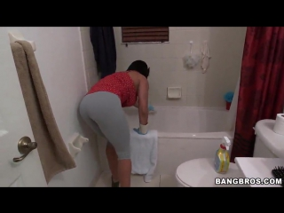 Becca Diamond Gets Into Hardcore Fucking After Cleaning