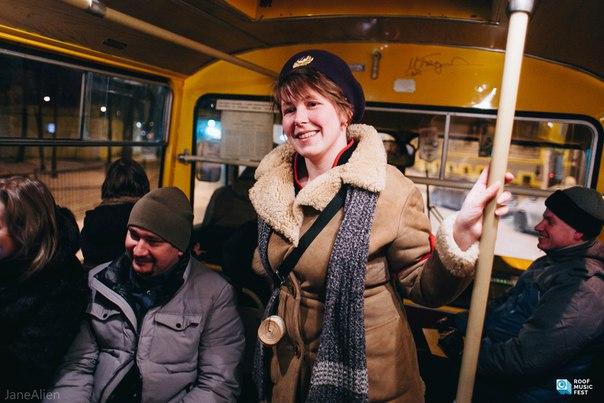 6 января, пока вы лежали на диване дома или в шезлонге на пляже, отважные ленинградцы и петербуржцы, несмотря на крепкий мороз, поехали на автобусе ЛиАЗ-677 на концерт [club97399087|ВИА