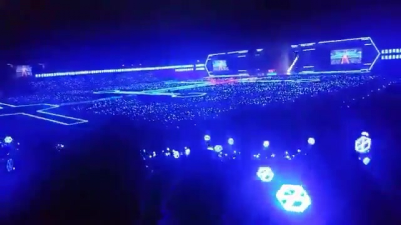 170528 Silver Ocean during 'Let Out The Beast' Remix