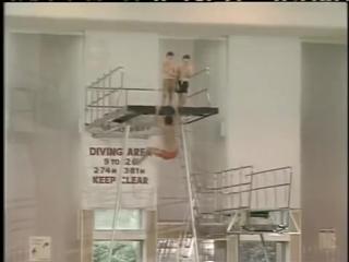 Мистер Бин в бассейне