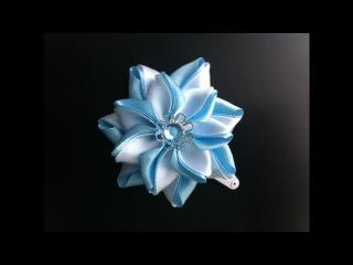 Украшение на заколку Канзаши / Бело-голубой цветок / Цветок из узких лент.