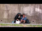 Бездомный продавец чипсов. Социальный эксперимент. Русская озвучка