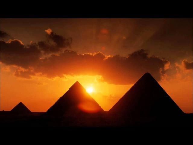 Quok Bummy - Black Pyramids