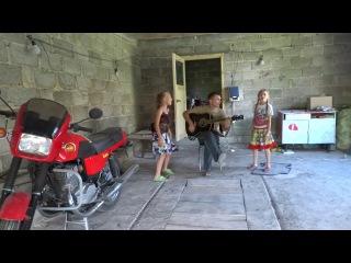 Ефимов Анатолий и племянницы .чувашская под гитару
