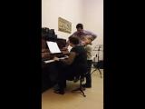 Назар играет на флейте под аккомпанемент