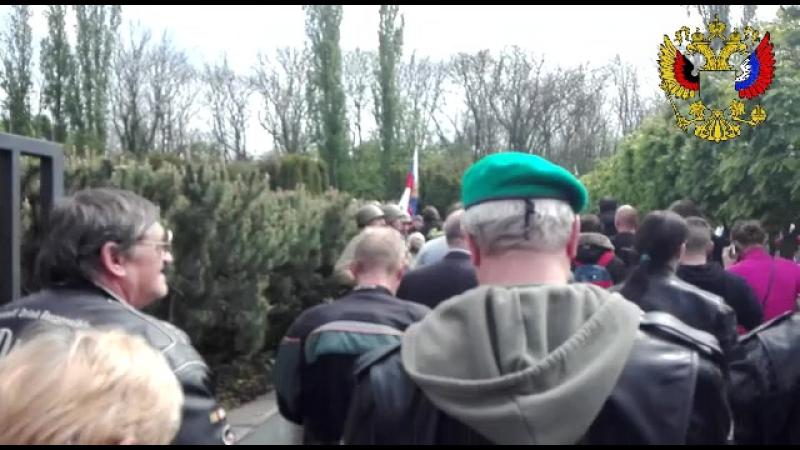 06.05.2017 - Einlauf zur Kranzniederlegung auf dem sowj. Friedhof der gefallenen Soldaten