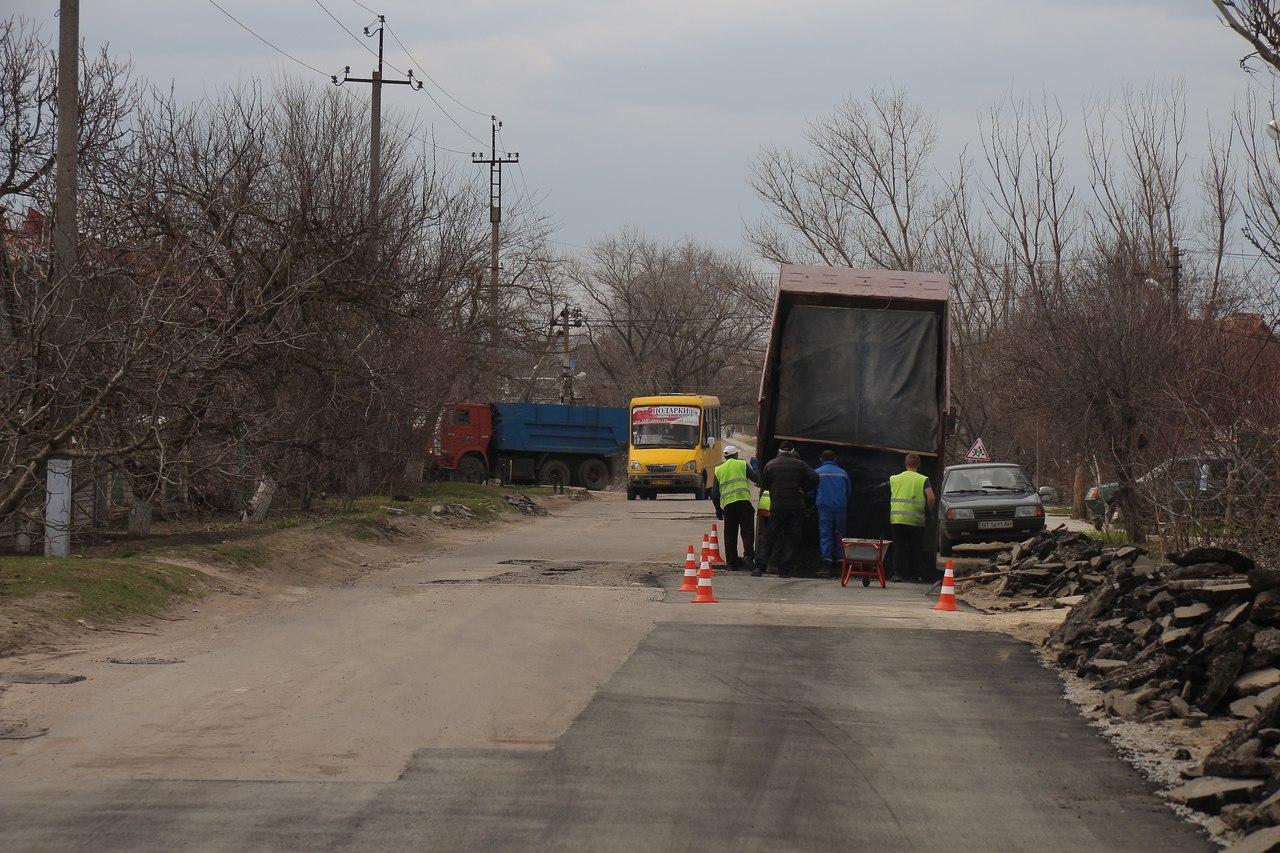 В Антоновке ремонтируют центральную улицу  (фото, видео)