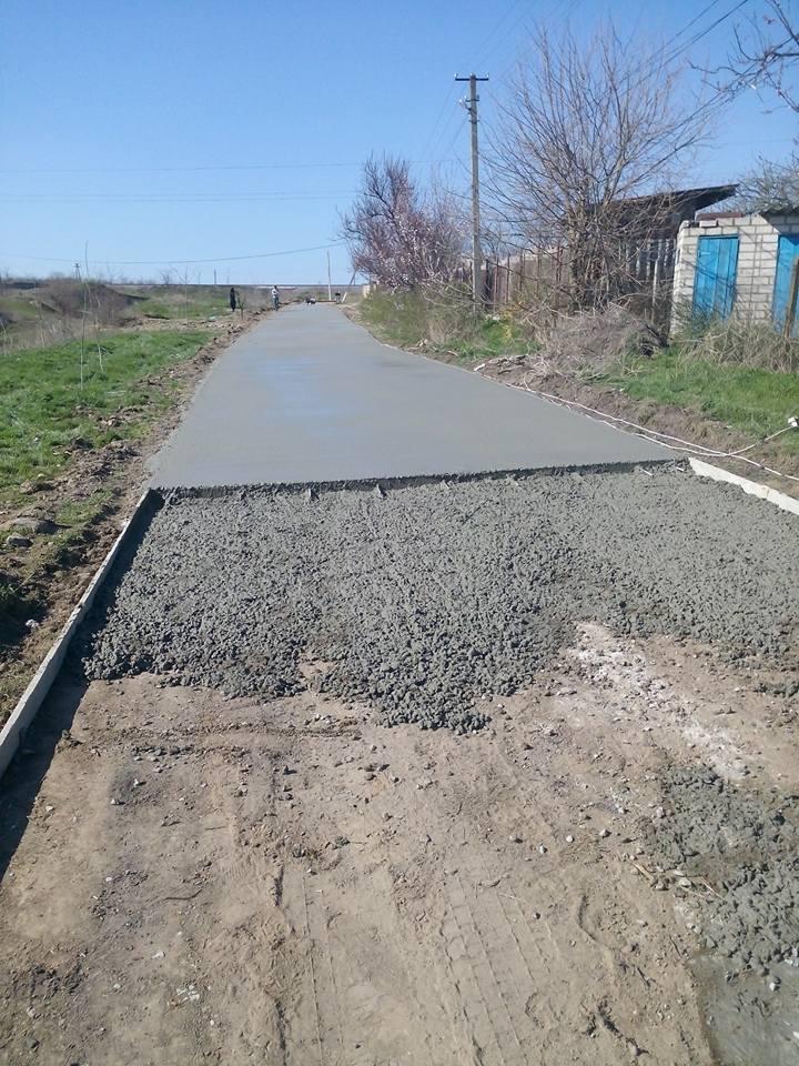 В Антоновке начали бетонировать подъем от центральной улицы