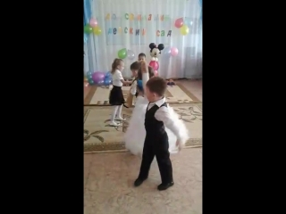 Любимые наши детки❤ Провожали выпускников😢 Мой сыночек танцует с Дашулей вторая пара😍💋 На следующий год у нас выпускной к