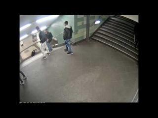 Кадры нападения на женщину в Берлине