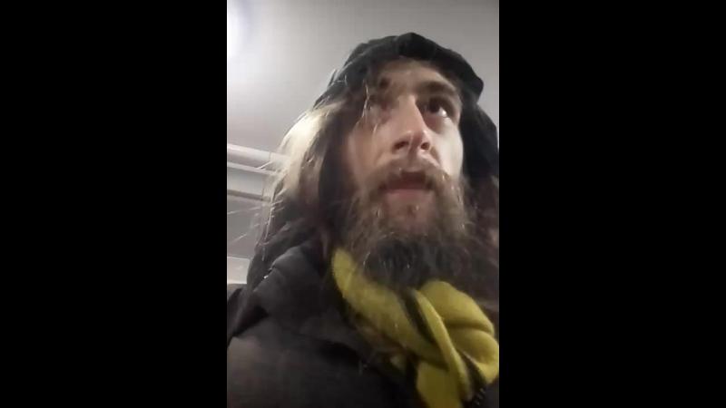 на входе в метро ОМОН и Полиция. Я попал под подозрение. 😀👍