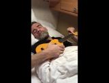 Эффективный метод - разбудить мужчину с помощью гавайской гитары.