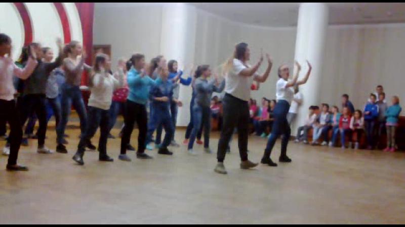 Танець 2 товариства 5 співдружності Chocolate